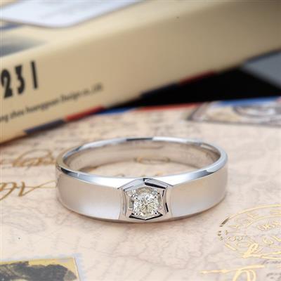 资讯 钻戒知识 > 正文  女生一般都比男生细心,所以女生更加注重 戒指图片