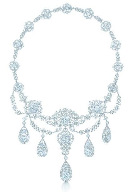 至臻华贵的钻石项链是花环风格的典范之作,采用欧式及古老的矿式切割